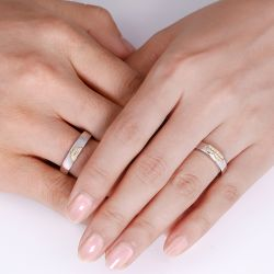 Jeulia Two Tone Heart Design Round Cut Sterling Silver Band Set